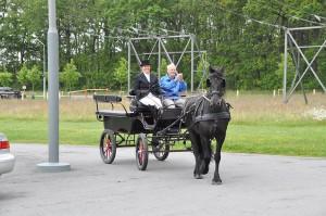 Bo Johansson får en åktur med häst & vagn