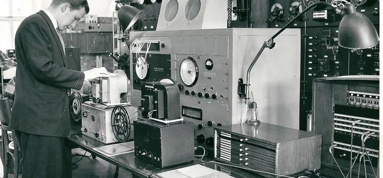Per Skoglund vid kontrollbordet
