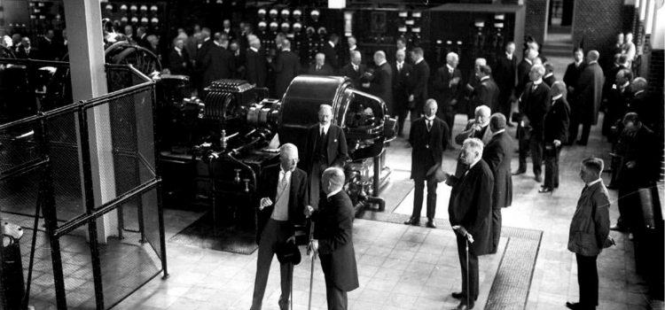 Konung Gustav V inviger radiostationen 1925